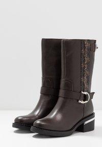 Guess - FINNIE - Cowboystøvler - brown - 4