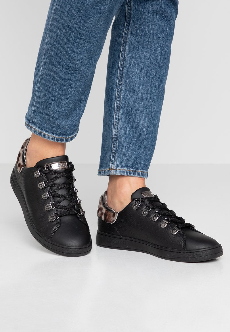Guess - CHARLEZ - Sneakers laag - black