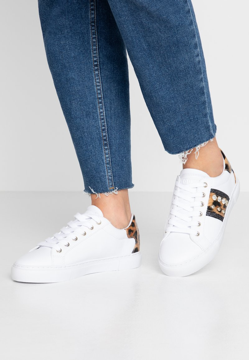Guess - GLITZY - Sneakers laag - white