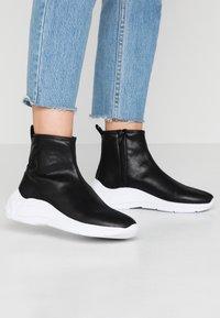 Guess - SINDERA - Sneakers hoog - black - 0