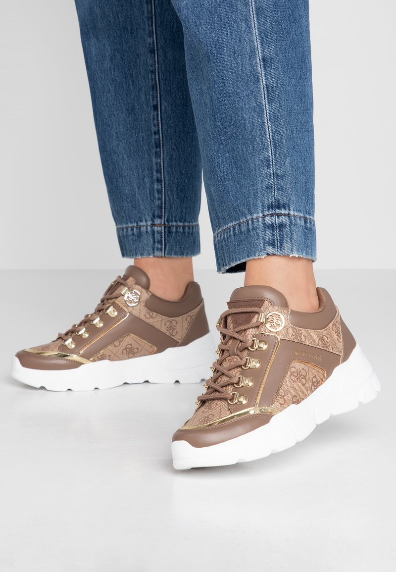 Guess - SIKE - Sneakers laag - beige neutro
