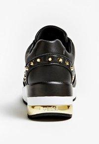 Guess - JOYDEE - Sneakersy niskie - black - 3