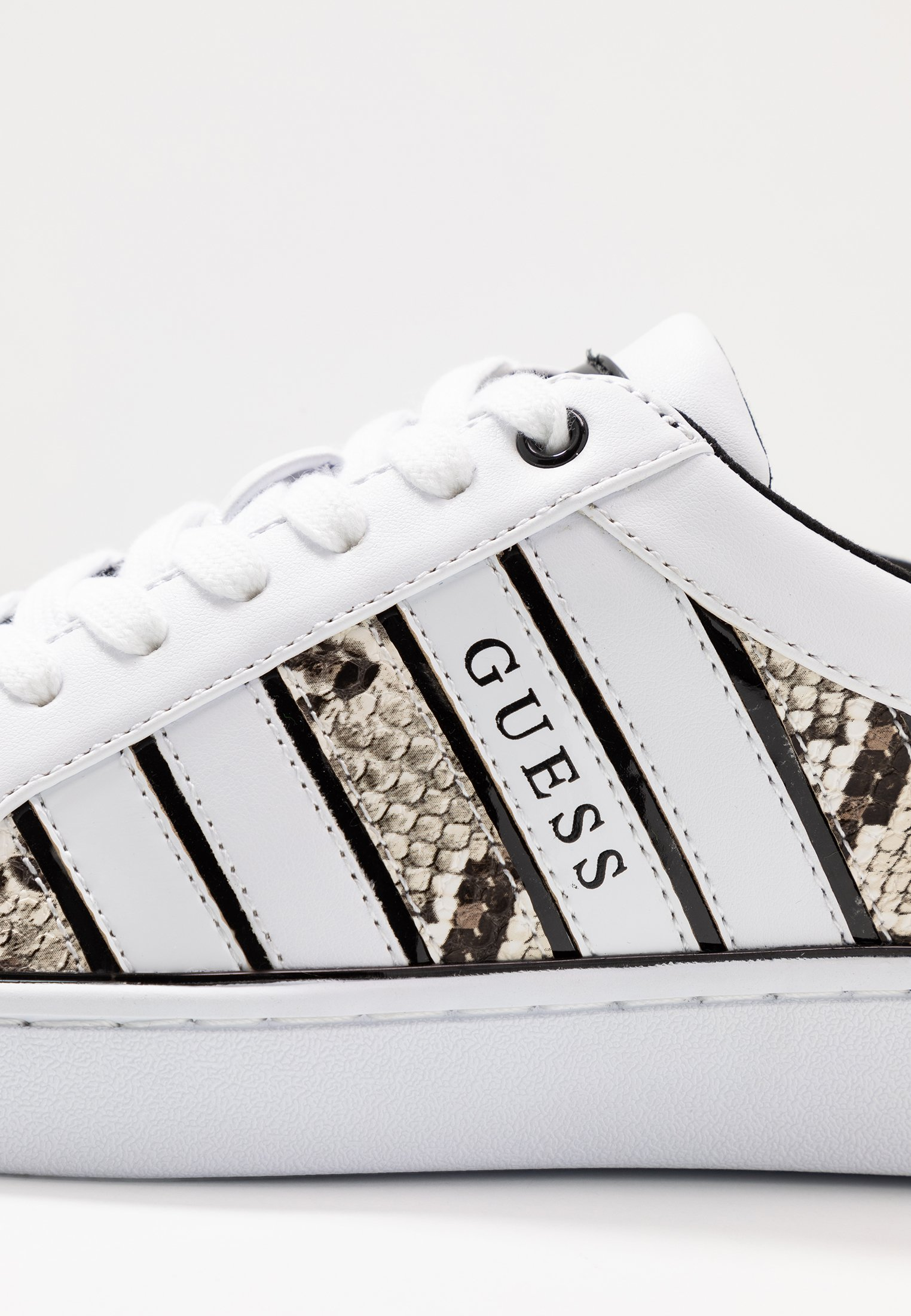 Guess BOLIER - Baskets basses - white