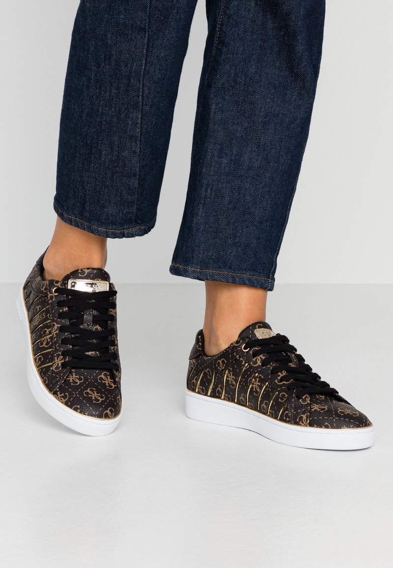 Guess - BOLIER - Sneakers laag - brown/gold