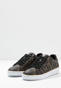 Guess - BOLIER - Sneakers laag - brown/gold - 4