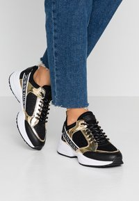 Guess - BREETA - Sneakers laag - gold - 0