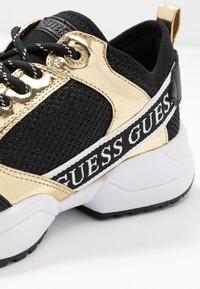 Guess - BREETA - Joggesko - gold - 2