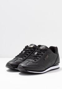 Guess - CHARLIN - Sneakersy niskie - black - 4