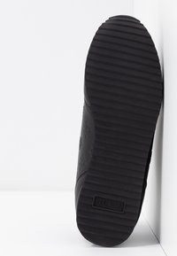 Guess - CHARLIN - Sneakersy niskie - black - 6