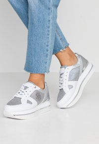 Guess - DEALY - Sneakers basse - white/silver - 0