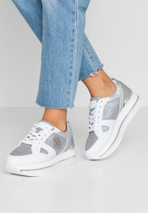 DEALY - Trainers - white/silver