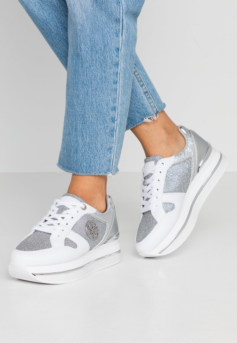Guess - DEALY - Sneakers basse - white/silver