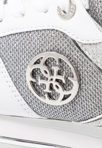 Guess - DEALY - Sneakers basse - white/silver - 2