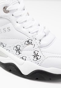 Guess - FLAUS - Tenisky - white - 2