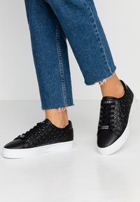 Guess - GLADISS - Sneakers basse - black - 0