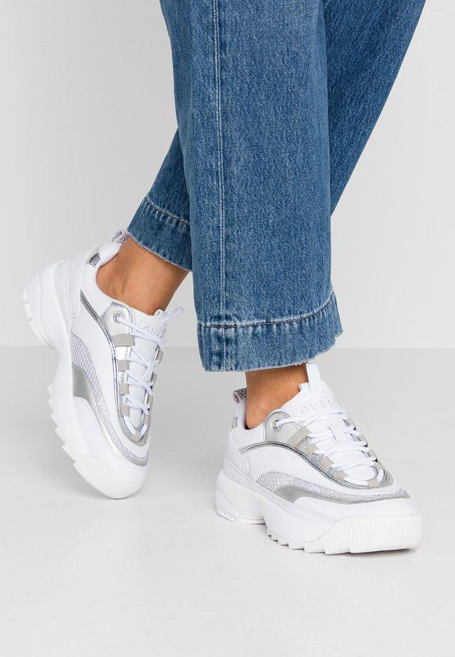 KAYSIE  - Sneakers laag - white