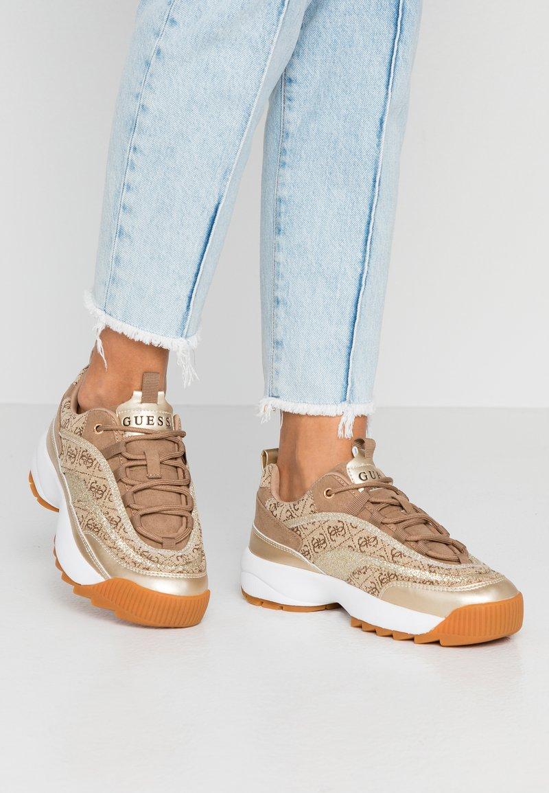 Guess - KAYSIE - Sneakers - beige/brown