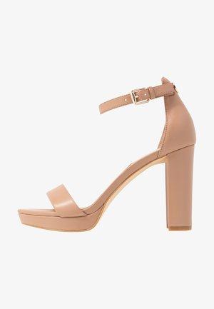 OMERE - Korolliset sandaalit - nude