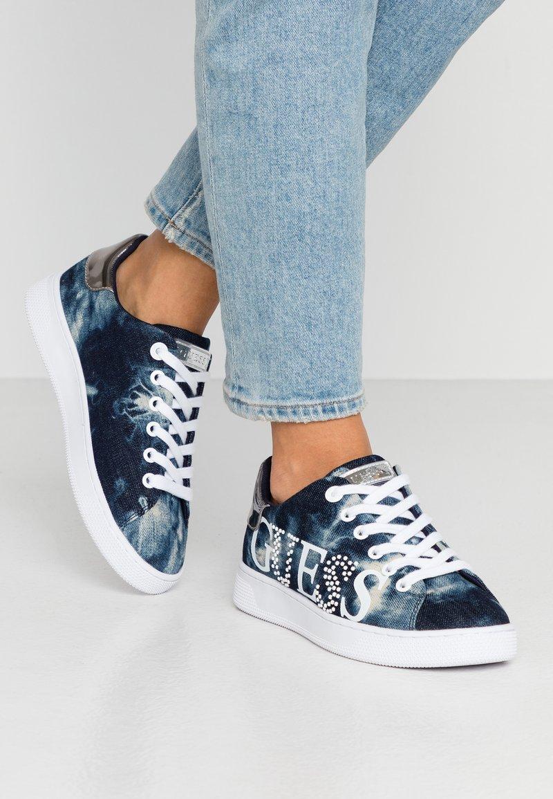 Guess - RIDER - Sneakersy niskie - denim