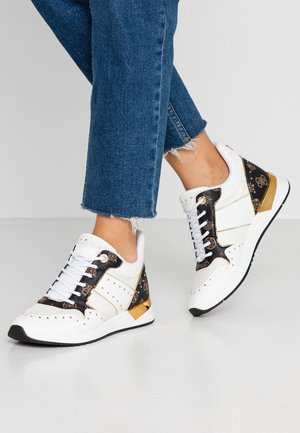REJJY - Sneakers - white/brown