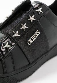 Guess - RUSH - Półbuty wsuwane - black - 2