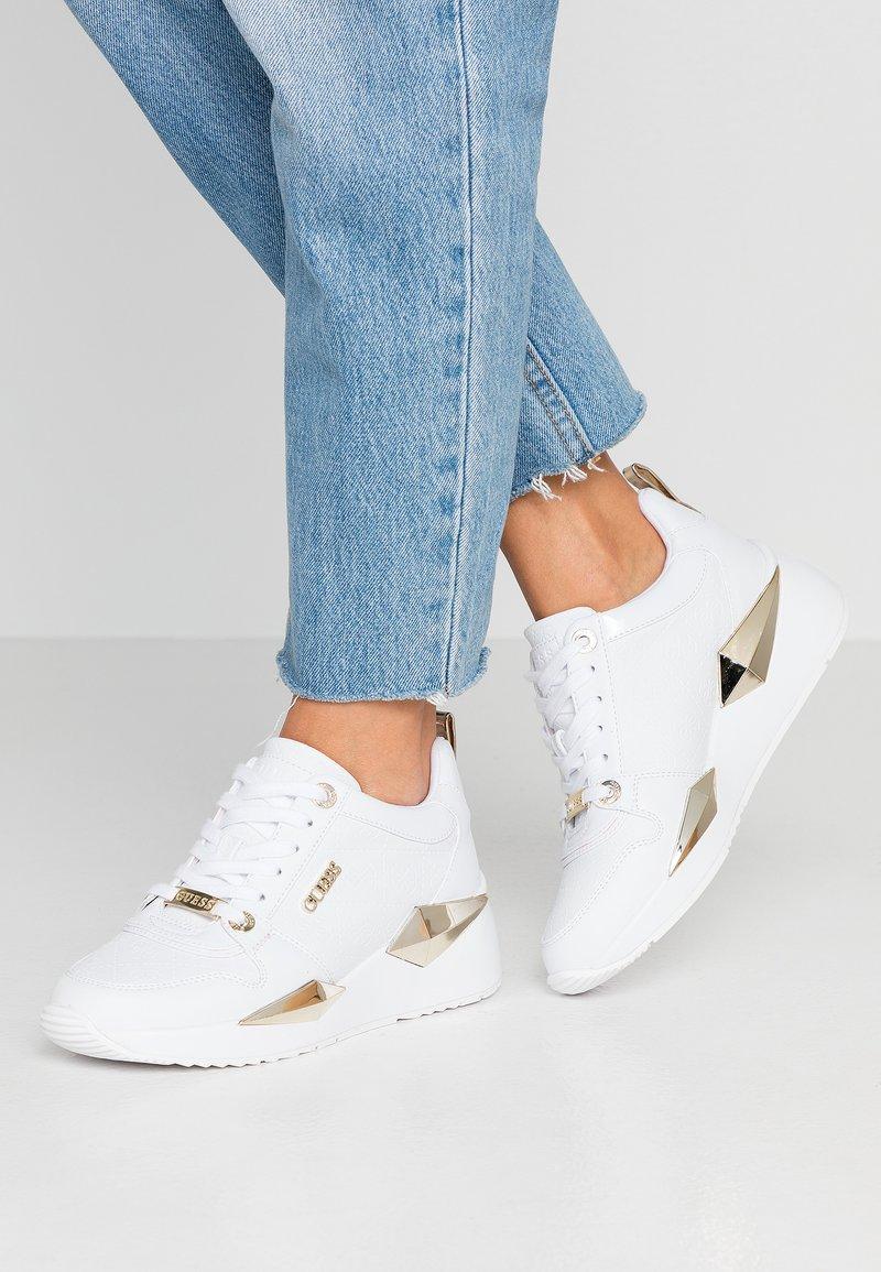 Guess - TALLYN - Sneakersy niskie - white