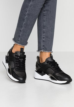 TYPICAL - Zapatillas - black