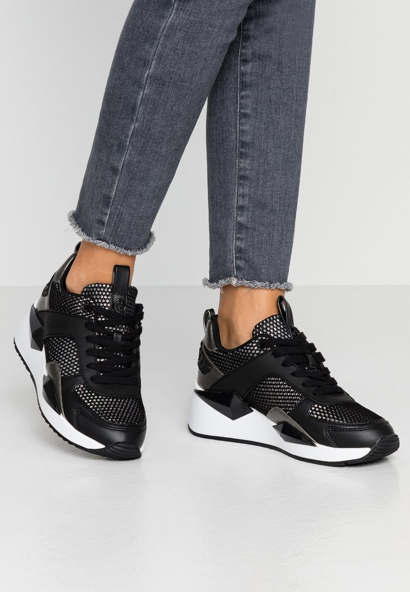 Guess - TYPICAL - Sneakersy niskie - black