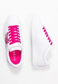 Guess - REIMA - Sneakersy niskie - white/fuxia - 3