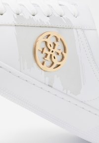 Guess - REIMA - Baskets basses - white/gold - 2