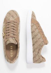 Guess - REIMA - Tenisky - beige/brown - 3