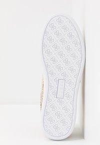 Guess - REIMA - Sneakersy niskie - beige/brown - 6