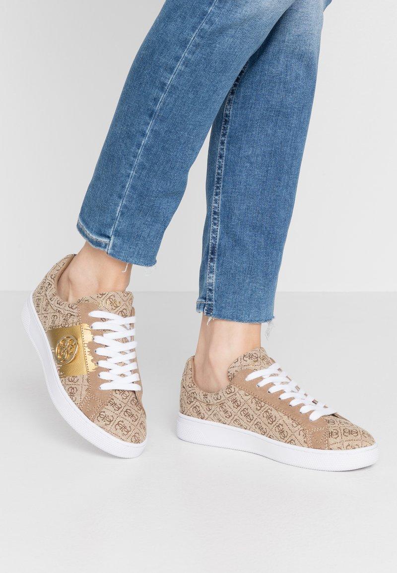 Guess - REIMA - Sneakersy niskie - beige/brown