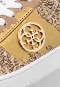 Guess - REIMA - Sneakersy niskie - beige/brown - 2