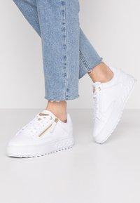 Guess - FIGGI - Sneakers basse - white - 0