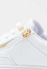 Guess - FIGGI - Sneakers basse - white - 2