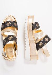 Guess - LEDELLE - Sandály na platformě - brown - 3