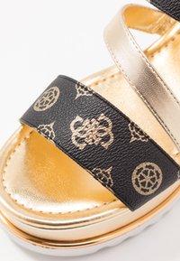 Guess - LEDELLE - Sandály na platformě - brown - 2