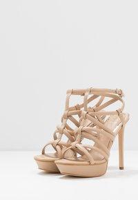 Guess - ELERI - Korolliset sandaalit - beige neutro - 4