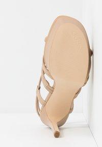 Guess - ELERI - Korolliset sandaalit - beige neutro - 6