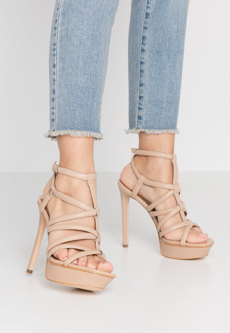 Guess - ELERI - Korolliset sandaalit - beige neutro