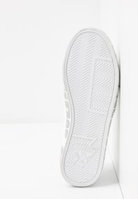 Guess - Mocasines - white - 6