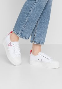Guess - BRIGS - Sneakers basse - white - 0