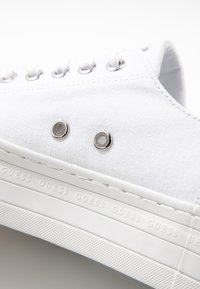 Guess - BRIGS - Trainers - white
