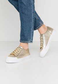 Guess - GITNEY - Sneakers laag - gold - 0