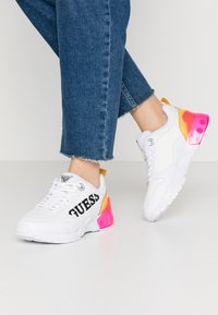 Guess - TANDEY - Sneaker low - white/pink - 0