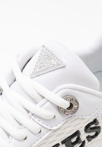 Guess - TANDEY - Sneaker low - white/pink - 2