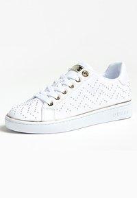 Guess - BIKRAM MIKRO-NIETEN - Sneakers laag - white - 2
