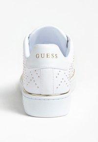 Guess - BIKRAM MIKRO-NIETEN - Sneakers laag - white - 3