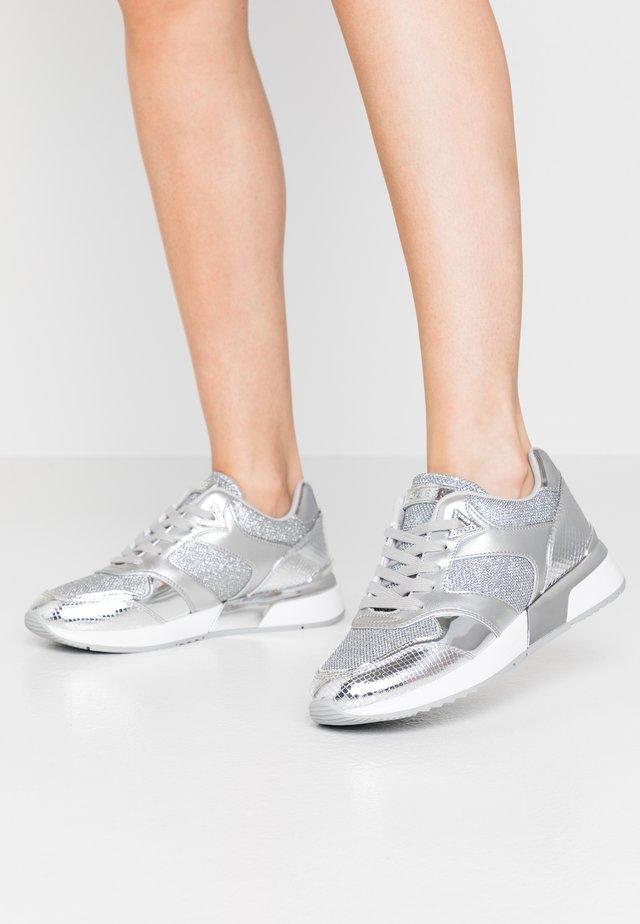 MOTIV - Sneakers laag - argent